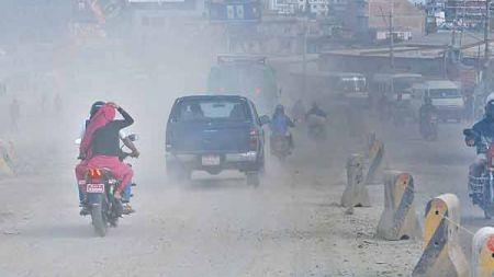काठमाडौँका सडक रातको समयमा धमाधम पखालिँदै