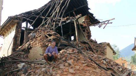 विदेशी पदयात्रीले भूकम्पपीडितलाई जग्गा धनी पुर्जा  दिलाए