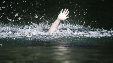 'पानी–पानी' भन्दै समुद्रमै बिलाइन् सुमित्रा