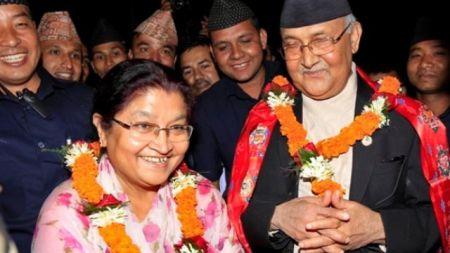 प्यासिफिक समिटमा प्रधानमन्त्री दम्पतीसहित १५ सय जोडी चर्चकी प्रमुखबाट आशीर्वाद लिँदै