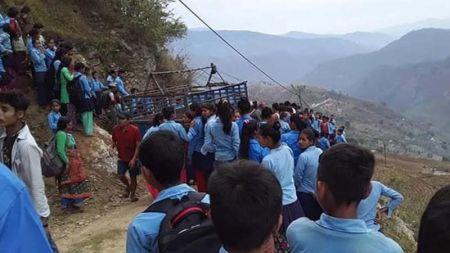 अछाममा ट्रयाक्टर दुर्घटना हुँदा ३ विद्यार्थीको मृत्यु