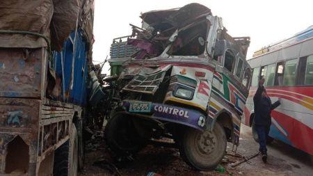 बुटवलमा ट्रक एकापसमा ठोक्किँएः ३ को मृत्यु, ९ जना घाइते