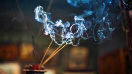 चुरोटको धुँवाभन्दा हानिकारक हुन्छ अगरबत्तिको धुँवा