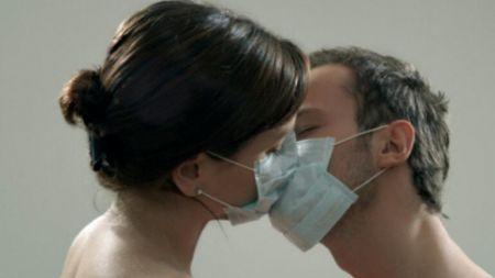 कोरोना र सेक्सः के गर्ने, के नगर्ने?