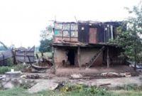 एक्कासी आएको हावाहुरीले माेरङकाे पथरीमा ठूलो क्षति
