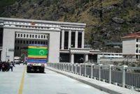 चिनियाँ एजेन्टद्वारा सीमामा अड्किएका कन्टेनरहरू पास गर्न पैसा माग