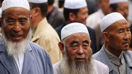 चीनमा दाढि र मुस्लिम टोपि लाउने उईगर मुस्लिमलाई किन जेल ?