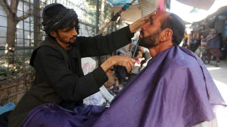 अफगानिस्तनको हेलमन्द प्रान्तमा दाह्री नकाट्न हजामलाई तालिबानको उर्दी