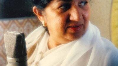 भारतीय गायिका लता मंगेशकर बिरामी